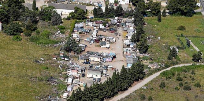 la-ville-abrite-de-veritables-bidonvilles-ici-pres-du_2309996_667x333